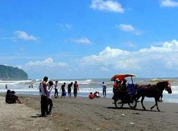 Wisata ke pantai parangtritis